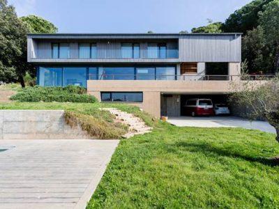 Proyecto Passivhaus Girona. Diseñada por Tigges Architekt y Energiehaus Arquitectos. Partner de Loxone Progetic Projectes Sostenibles.
