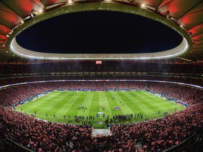 Imagen que contiene estadio, edificio, tarta, interior