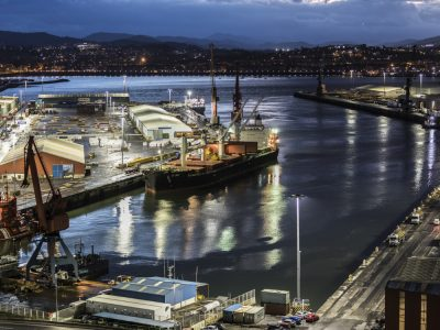 Puerto de Bilbao con iluminación conectada de Signify